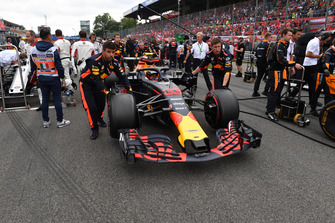 Max Verstappen, Red Bull Racing RB14 op de grid