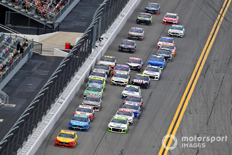 Joey Logano, Team Penske, Ford Mustang Shell Pennzoil and Austin Dillon, Richard Childress Racing, Chevrolet Camaro American Ethanol