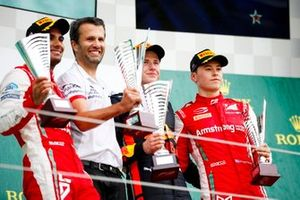 Jehan Daruvala, PREMA Racing, Race winner Juri Vips, Hitech Grand Prix and Marcus Armstrong, PREMA Racing on the podium with the trophy