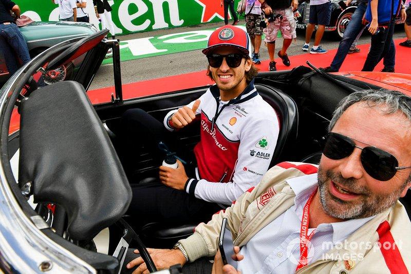 Antonio Giovinazzi, Alfa Romeo Racing, alla parata dei piloti