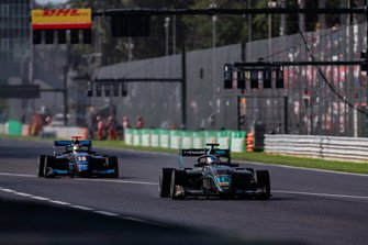 Бент Вискал, HWA RACELAB, и Андреас Эстнер, Jenzer Motorsport