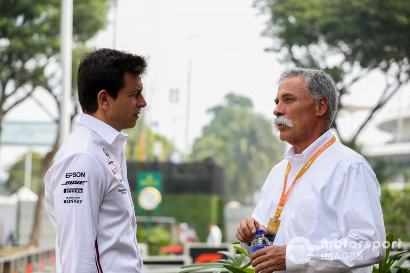 Toto Wolff, Executive Director (Business), Mercedes AMG and Chase Carey, Chairman, Formula 1