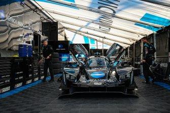 #10 Konica Minolta Cadillac DPi-V.R Cadillac DPi, DPi: Renger Van Der Zande, Jordan Taylor