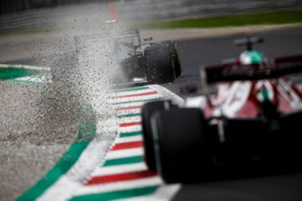 Kevin Magnussen, Haas F1 Team VF-19, kicks up some gravel