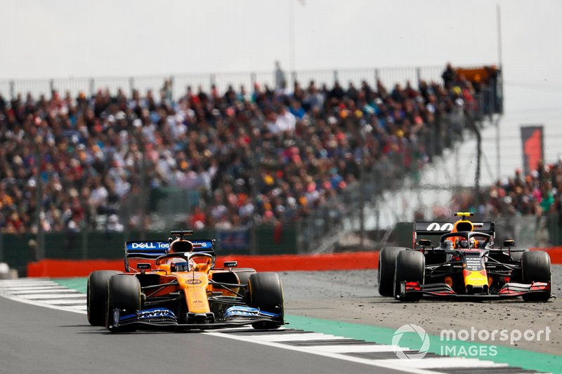 Carlos Sainz Jr., McLaren MCL34 lotta con Pierre Gasly, Red Bull Racing RB15