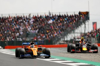 Carlos Sainz Jr., McLaren MCL34 and Pierre Gasly, Red Bull Racing RB15 battle