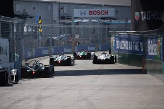 Daniel Abt, Audi Sport ABT Schaeffler, Audi e-tron FE05 Mitch Evans, Panasonic Jaguar Racing, Jaguar I-Type 3 past a damaged Jose Maria Lopez, Dragon Racing, Penske EV-3