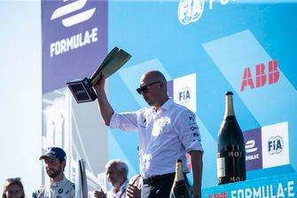 Edmund Chu, DS TECHEETAH President receives the team's championship trophy on the podium