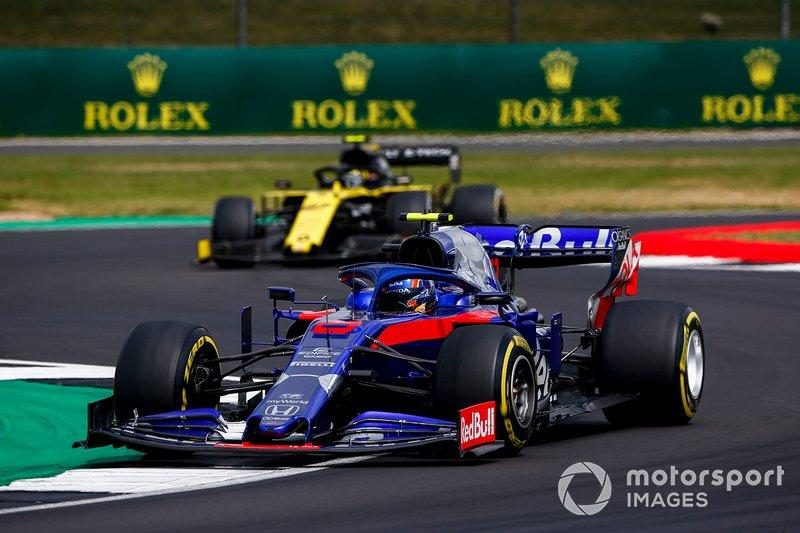 Alexander Albon, Toro Rosso STR14, leads Nico Hulkenberg, Renault F1 Team R.S. 19