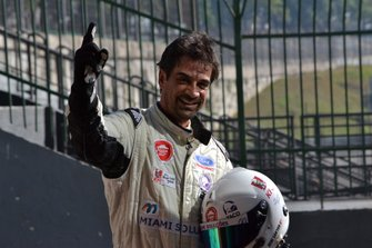 Deni Sandor comemora conquista da 1ª pole position na carreira - imagem Ronaldo Arrighi-F.Inter