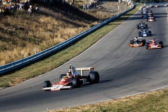 Emerson Fittipaldi, McLaren, Clay Regazzoni, Ferrari, John Watson, Brabham