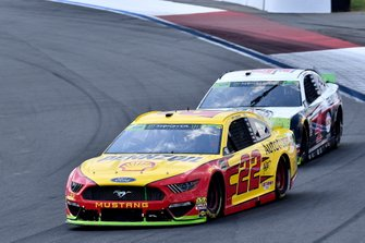Joey Logano, Team Penske, Ford Mustang Shell Pennzoil/Autotrader and Kevin Harvick, Stewart-Haas Racing, Ford Mustang Jimmy John's