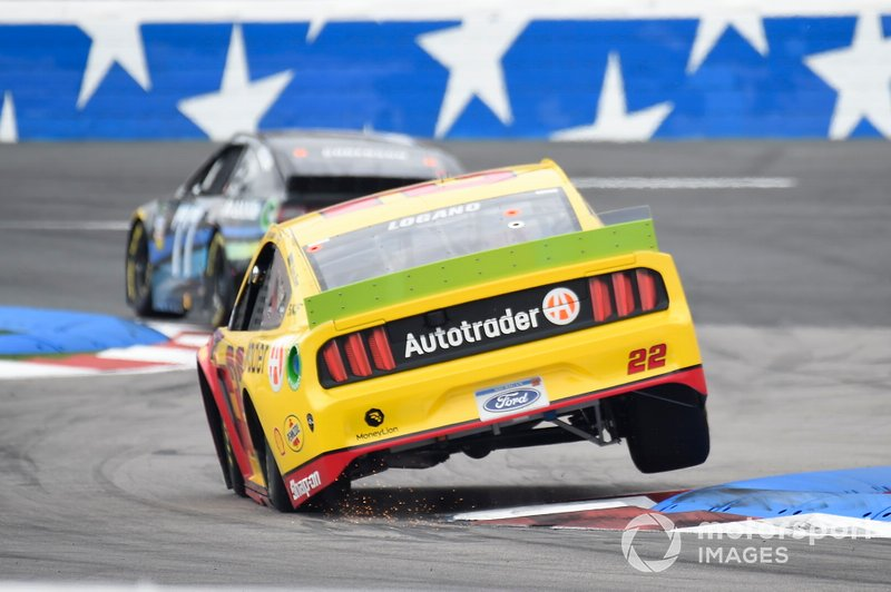 Joey Logano, Team Penske, Ford Mustang Shell Pennzoil/Autotrader, Reed Sorenson, Spire Motorsports, Chevrolet Camaro Aquesta Bank