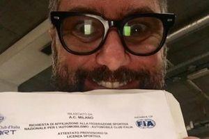 Carlo Vanzini, Sky Sport F1, mostra la licenza nazionale