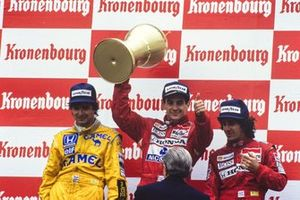 Podium: second place Nelson Piquet, Lotus, Race winner Ayrton Senna, McLaren, third place Alain Prost, McLaren