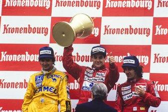 Podium : deuxième place Nelson Piquet, Lotus, le vainqueur Ayrton Senna, McLaren, troisième place Alain Prost, McLaren