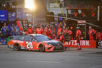 Erik Jones, Joe Gibbs Racing, Toyota Camry Craftsman makes a pit stop, Sunoco