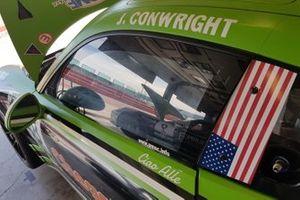 Dettaglio della Porsche di Jaden Conwright, Dinamic Motorsport, nel garage