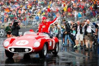 Sebastian Vettel, Ferrari lors de la parade des pilotes