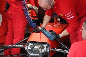 Ferrari SF90, dettaglio della sospensione frontale