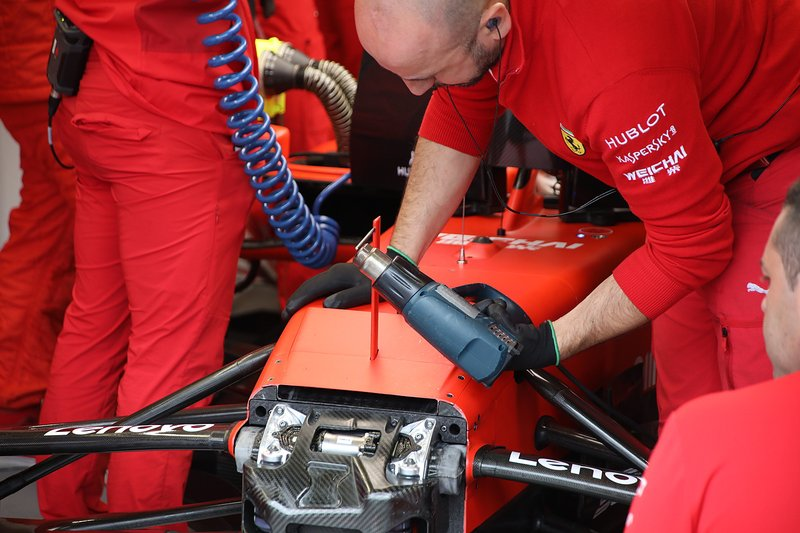 Detalle de la suspensión delantera Ferrari SF90