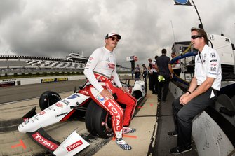 Graham Rahal, Rahal Letterman Lanigan Racing Honda talks with a crew member
