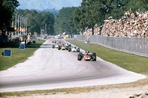 Clay Regazzoni, Ferrari 312B leads at the start