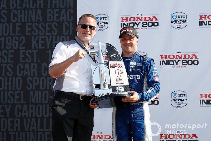 Ted Klaus, presidente de la HPD, Félix Rosenqvist, Chip Ganassi Racing Honda, podio