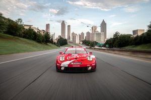 Porsche 911 RSR Coca-Cola renk düzeni