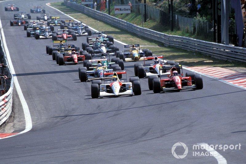 Start do wyścigu, w pierwszej linii Ayrton Senna, McLaren MP4-6 Honda i Alain Prost, Ferrari 64