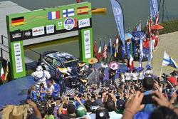 Podio: i vincitori Jari-Matti Latvala, Miikka Anttila, Volkswagen Polo WRC, Volkswagen Motorsport, s