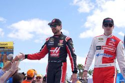 Kurt Busch, Stewart-Haas Racing Chevrolet and Ryan Blaney, Wood Brothers Racing Ford