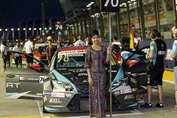 Chica de la parrilla de Mato Homola, B3 Racing Team Hungary, SEAT León TCR