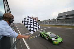 Checkered flag for #16 GRT Grasser Racing Team, Lamborghini Huracan GT3: Rolf Ineichen, Christian Engelhart, Mirko Bortolotti