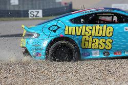 #09 Automatic Racing Aston Martin Vantage GT4: Charles Putman, Charles Espenlaub, in trouble