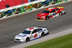 Trevor Bayne, Roush Fenway Racing Ford, Kyle Larson, Chip Ganassi Racing Chevrolet