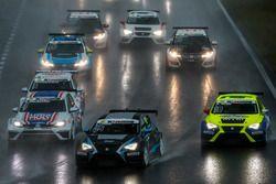 Simon Larsson, Target Competition, SEAT Leon TCR; Niklas Mackschin, Liqui Moly Team Engstler, VW Gol