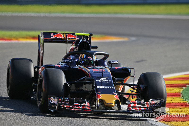 Carlos Sainz Jr., Scuderia Toro Rosso STR11 con il dispositivo Halo installato sulla monoposto