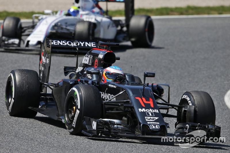 Correndo em casa, Fernando Alonso não teve a mesma sorte: um problema mecânico fez com que o espanhol abandonasse a prova.