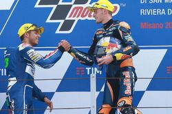 Le second Enea Bastianini, Gresini Racing Team Moto3, et le vainqueur Brad Binder, Red Bull KTM Ajo