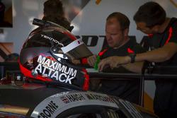 #14 Optimum Motorsport, Audi R8 LMS: Edward Sandstroem helmet