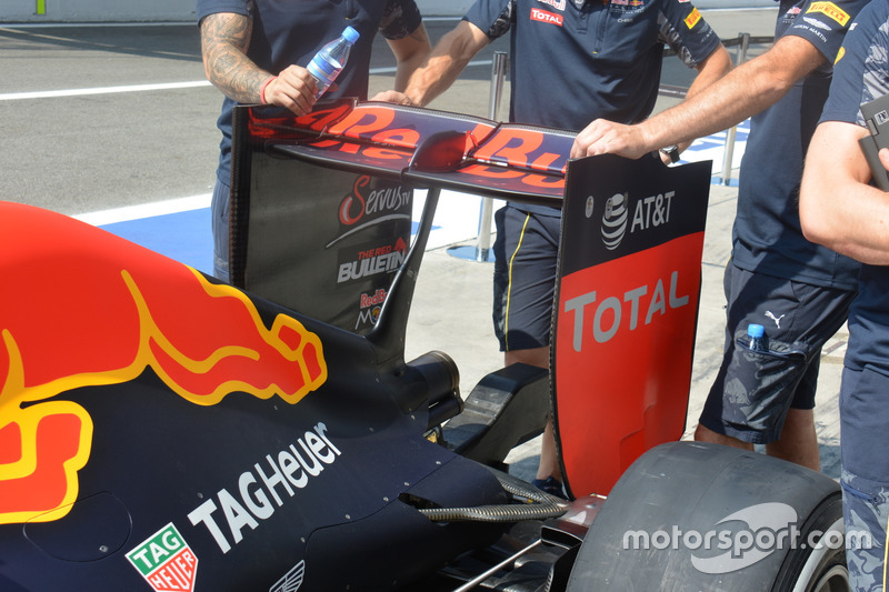 Red Bull Racing RB12, Rear wing