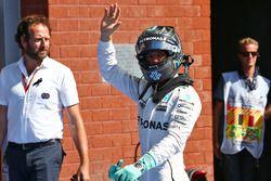 Nico Rosberg, Mercedes AMG F1 celebra su pole position en parc ferme