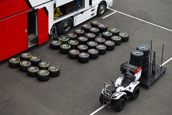 Pirelli banden in de paddock