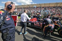 Adrian Newey, Red Bull Racing Chief Technical Officer look at the Scuderia Toro Rosso STR11 on the grid