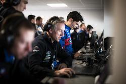 #67 Ford Chip Ganassi Racing Team UK Ford GT: Harry Tincknell con ingenieros