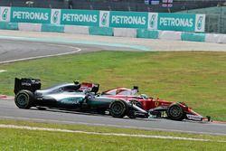 Nico Rosberg, Mercedes AMG F1 W07 Hybrid and Sebastian Vettel, Ferrari SF16-H at the start of the ra