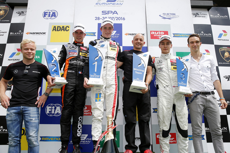 Podio: Felix Rosenqvist, 2015 FIA F3 Ganador del Campeonato Europeo; ssegundo lugar Anthoine Hubert, Van Amersfoort Racing, Dallara F312 - Mercedes-Benz; ganador de la carrera Joel Eriksson, Motopark, Dallara F312 - Volkswagen; tercer lugar George Russell