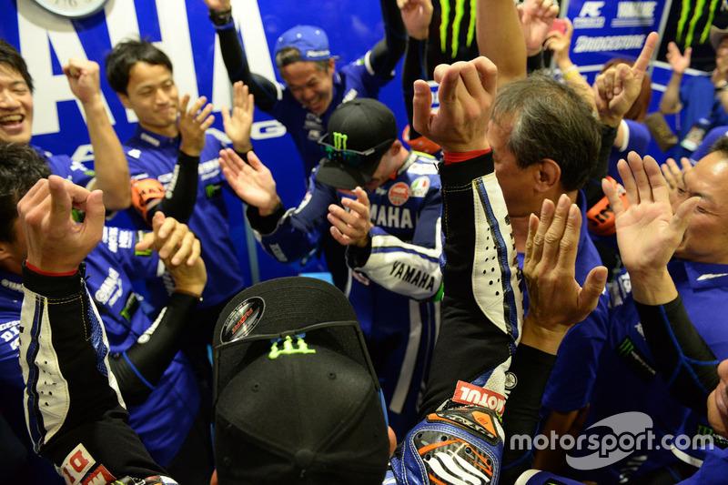 La Yamaha Factory Racing Team festeggia la vittoria