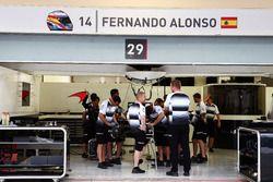 Il box di Fernando Alonso, McLaren